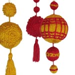 photo of plain baubles